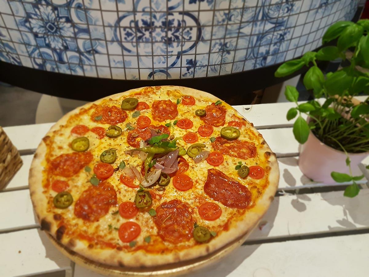 Wypiekana pizza
